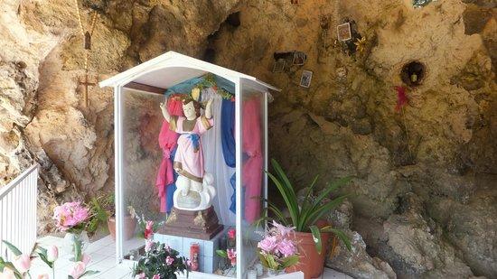 Lourdes Grotto: Lourdes Gotto11