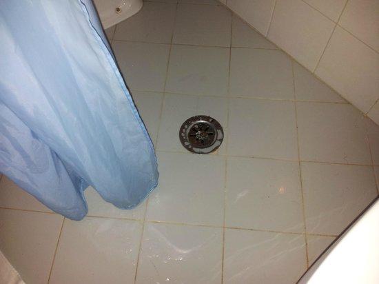 Bagni Con Doccia Senza Piatto : Senza piatto doccia ad ogni doccia il bagno si allagava foto di
