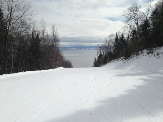 Le Massif de Charlevoix: Looking down the hill