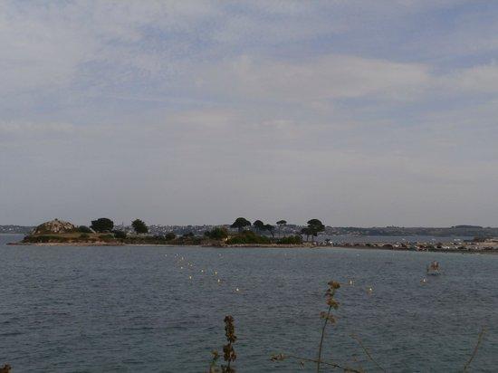Camping ar Kleguer : Vue d'un emplacement donnant sur la mer