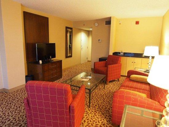 Visalia Marriott at the Convention Center: suite room