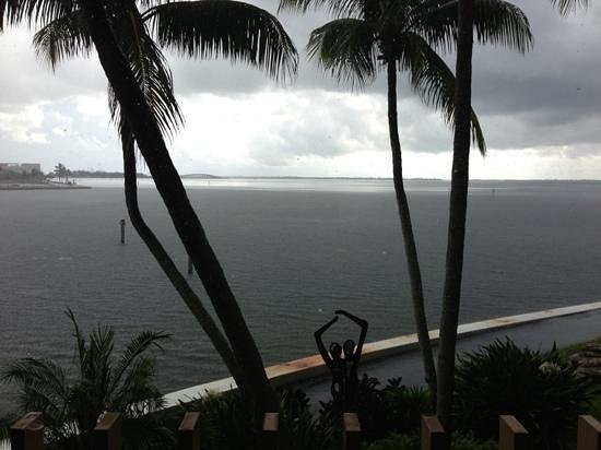 Palmeiras Beach Club at Grove Isle: storm in the morning from the balcony