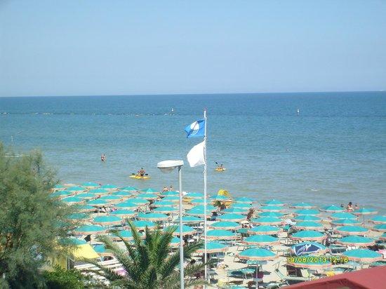 Hotel Prestige: Spiaggia vista dalla stanza fronte mare