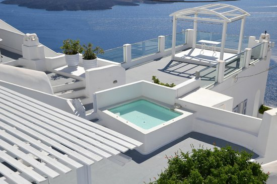 Cliff Side Suites: une des 2 piscines jacuzzi