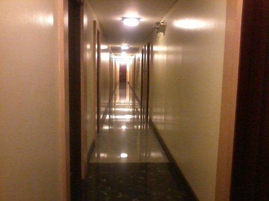 Manila Grand Opera Hotel: 3rd floor corridor