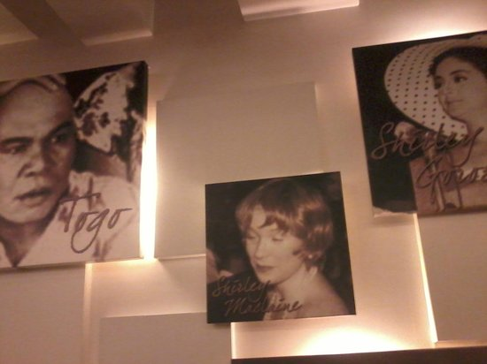Manila Grand Opera Hotel: Wall at buffet breakfast area