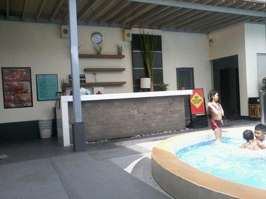 Manila Grand Opera Hotel: Pool area