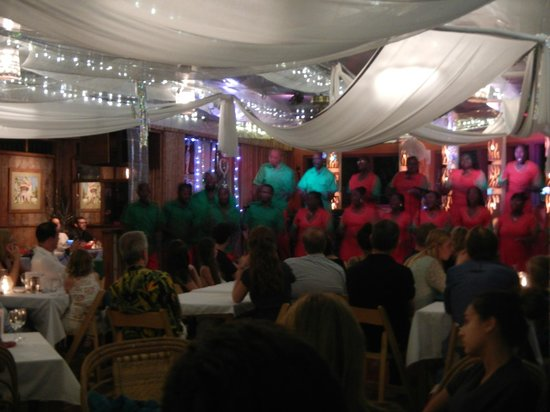 Kariwak Village Restaurant: Choir