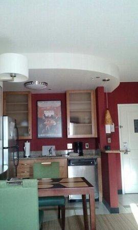 Residence Inn Pittsburgh North Shore: Kitchen