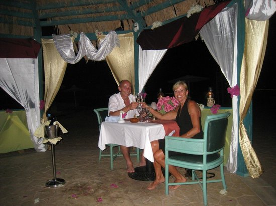 The Bay View Resort Taba Heights : diner amoureux au bord de la mer