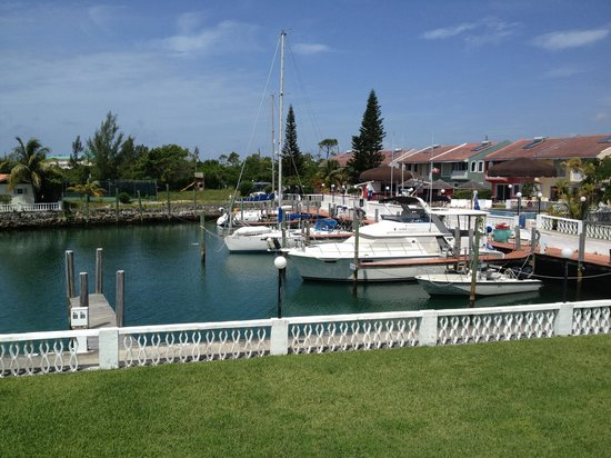 Ocean Reef Yacht Club & Resort: It looks good on the outside but wait until u get there u will b surprised .. I will never retur
