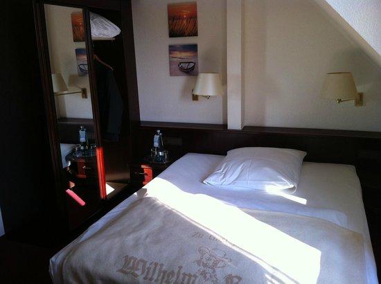 Hotel Wilhelm Busch: bed