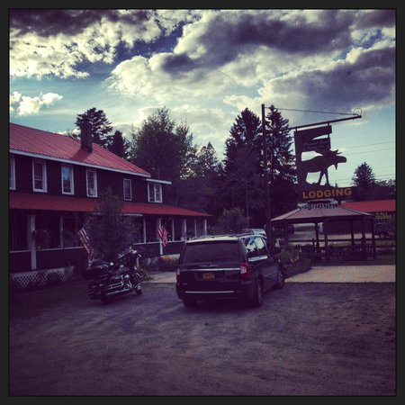 Pleasant Point Country Inn: Just look for the big moose