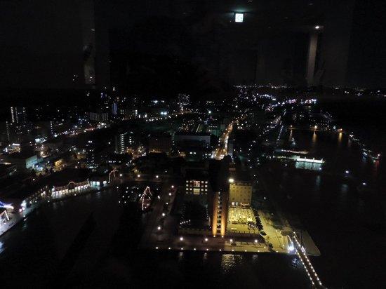 Mojiko Retro Observatory : 展望室からの夜景(門司港駅側です)