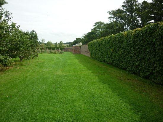 Rear of the house picture of harewood house leeds for Harewood house garden design