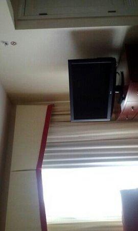 Residence Inn Pittsburgh North Shore: Nice tv in living area.