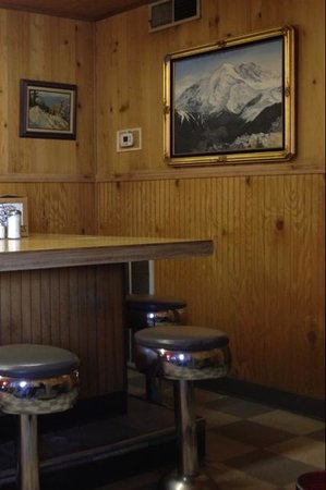 10 - 4 Cafe: walls and counter