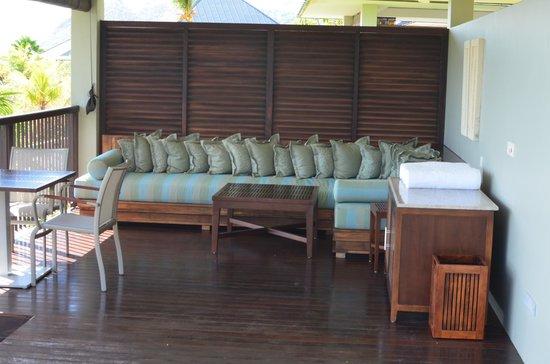 Raffles Seychelles: Patio area