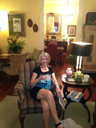 Green Palm Inn: Coffee/Tea in the parlor