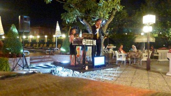 Hotel Villa Mulino: Piero on Karaoki night