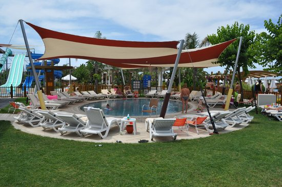 Baia Lara Hotel : Piscine du Kids club