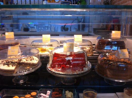 Puesto de dulces del mercado uhmmm fotograf a de la cocina de san ant n madrid tripadvisor - La cocina de san anton madrid ...