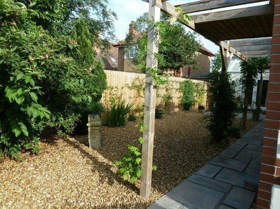 Ashford House: Garten vor Suite