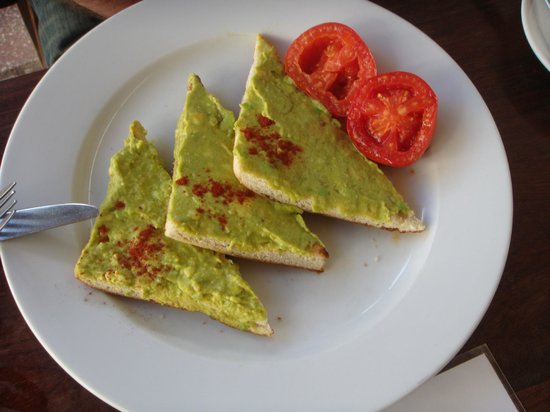 Stone Town Cafe and Bed & Breakfast: Toast à l'avocat au petit-déjeuner