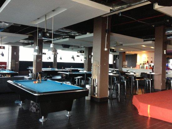 Pekanbaru, Indonesia: Lt2 361 pool & terrace cafe