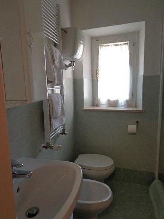Albergo Morlacchi : en-suite bathroom