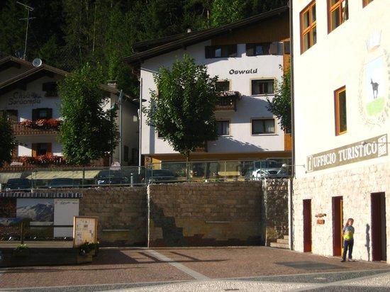 Hotel Oswald: Dalla Piazza.