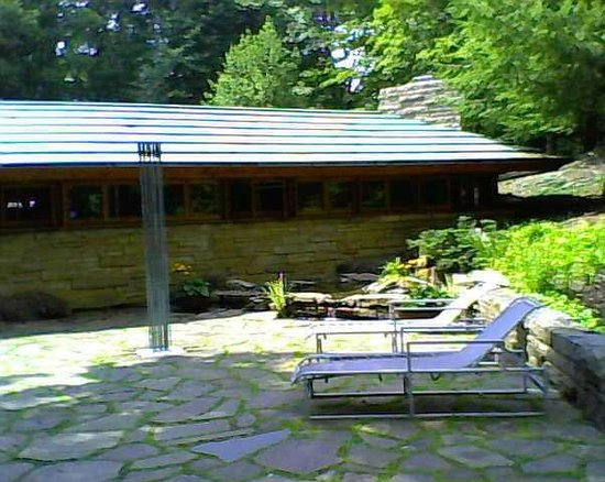 Kentuck Knob: Back yard, looking at the water feature outside the main bedroom