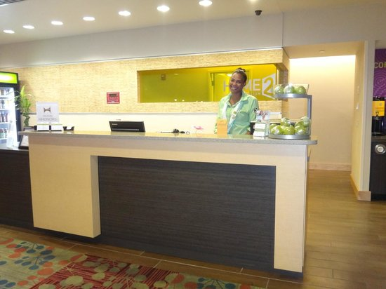 Home2 Suites by Hilton Jacksonville : Reception desk