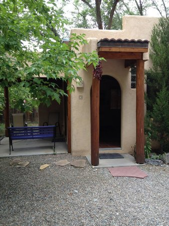 Burch Street Casitas Hotel Downtown : Front view of casita D & porch.