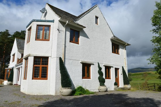Ard-na-Coille Guest House: View from the drive