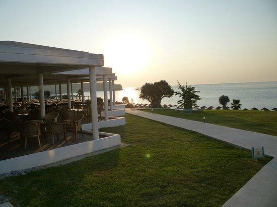 Kolymbia Beach Hotel: scorcio della struttura del villaggio