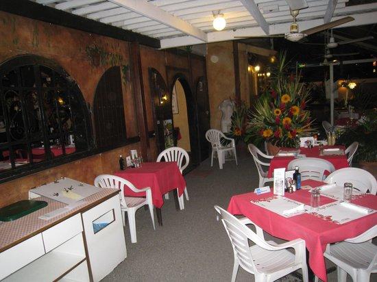 L'Api'zzeria: The lovely decor!