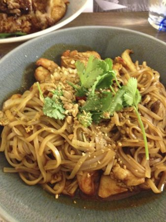 Mendo: Pad Thai with chicken