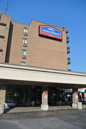 Howard Johnson Hotel by the Falls Niagara Falls : 外観