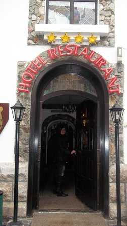 Hunter Prince Castle & Dracula Hotel: entrata ristorante
