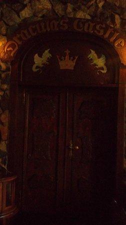 Hunter Prince Castle & Dracula Hotel: porta della stanza del trono