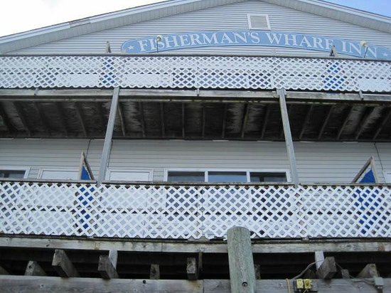 Fisherman's Wharf Inn: Our balcony from the harbor side of the Inn.
