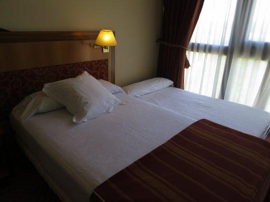 Hotel Oca  Puerta del Camino: Habitación con cama supletoria
