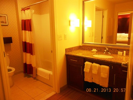 Residence Inn Chattanooga Near Hamilton Place: Bathroom