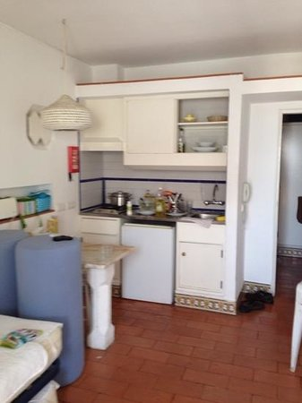 Apartamentos Soldoiro : cozinha mal equipada