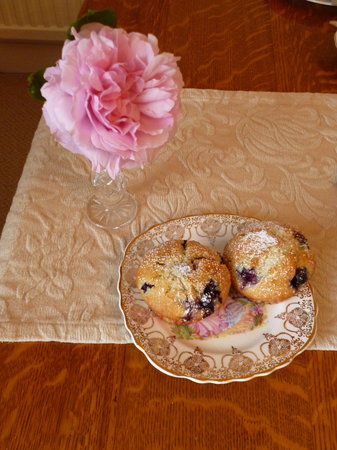 Hall Farm Bed & Breakfast : Freshley Baked Muffin's for Breakfast
