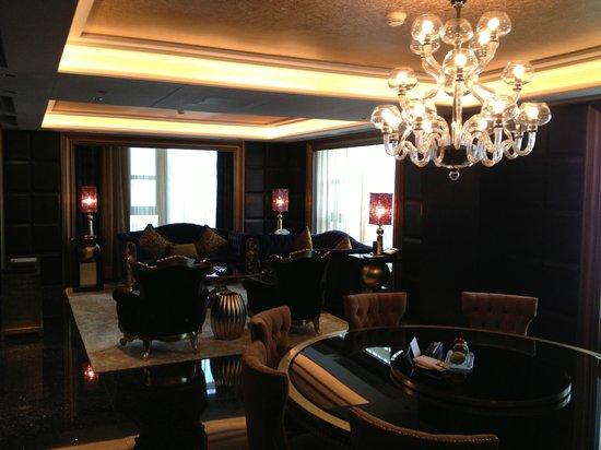 Sofitel Macau At Ponte 16: Black Galaxy living room