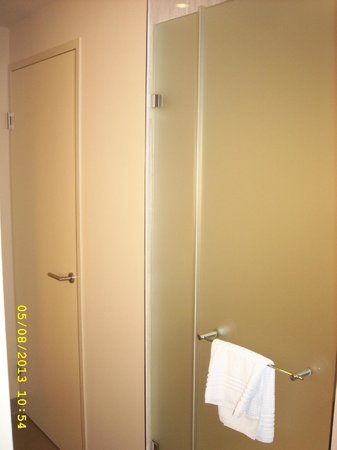 Lindner Hotel Am Belvedere: Toilet and shower access