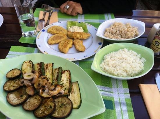 restaurant Artha: tempura di seitan e riso con verdure alla piastra