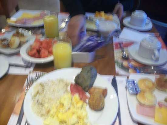 Howard Johnson Hotel - Quito La Carolina: desayuno
